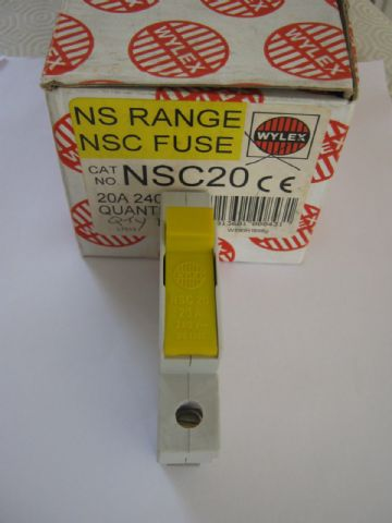 NEW WYLEX NSC20 20 AMP FUSE CARRIER WITH FUSE.